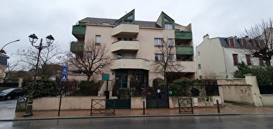 Appartement (style duplex) - 3 pièces - 57.39 m² - VISITE LIVE POSSIBLE